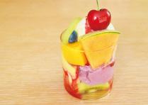 季節フルーツのラズベリークリームパフェ_1806